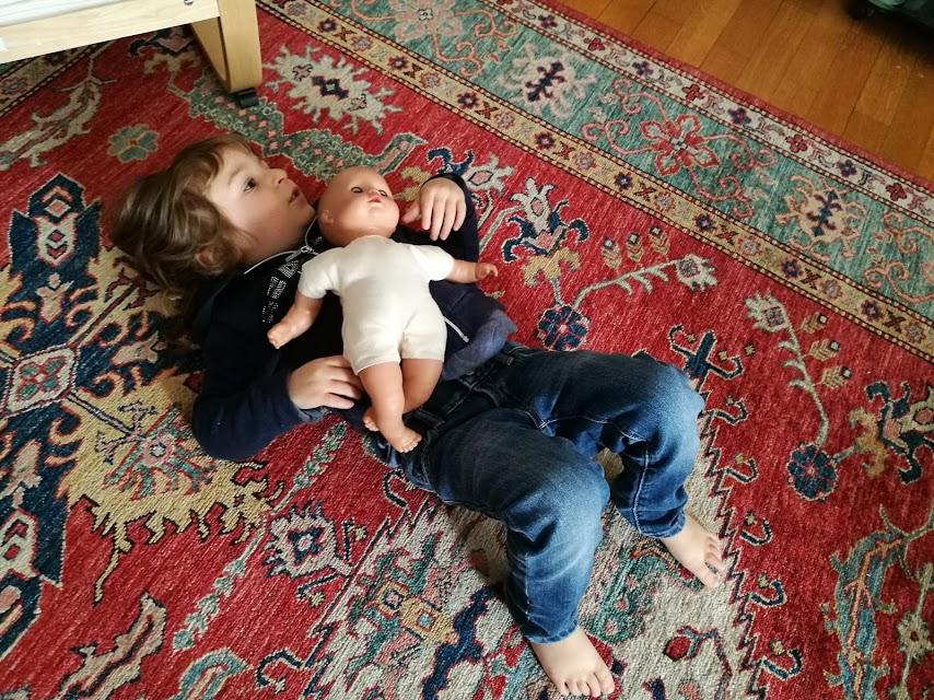 Chiara e la sua bambola: l'importanza del gioco di ruolo